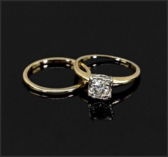 A Wedding Ring Set.