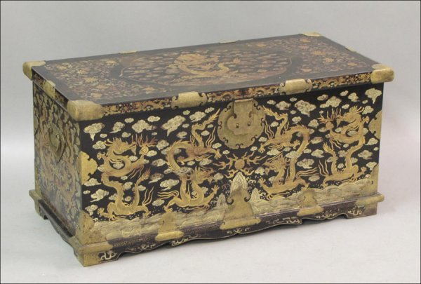 801024: CHINESE LACQUER AND PARCEL-PAINTED CHEST.