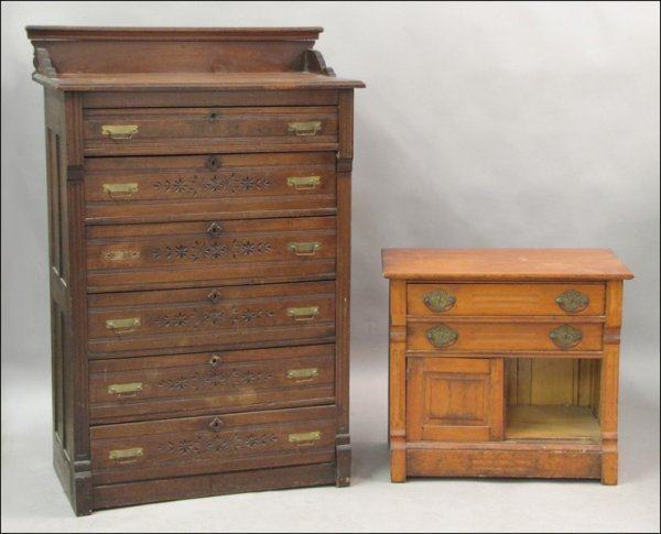 VICTORIAN WALNUT CHEST OF DRAWERS.