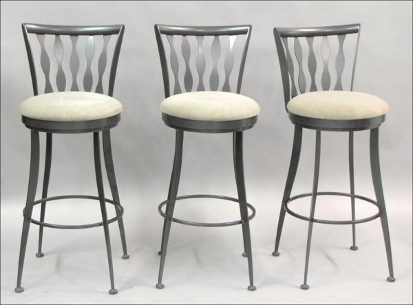 821008: SET OF THREE CONTEMPORARY METAL BAR STOOLS.