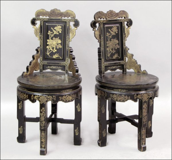 831015: PAIR OF CHINESE LACQUER AND PARCEL-GILT SIDE CH