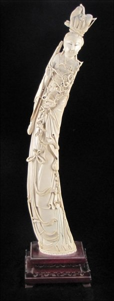 833169: CARVED IVORY FIGURE OF A QUAN YIN.