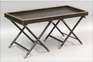 831019: BLACK LACQUER COFFEE TABLE.
