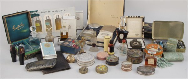 838001: COLLECTION OF VINTAGE PERFUME BOTTLES AND ACCES