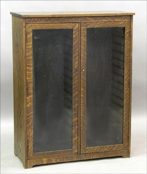851006: MISSION STYLE OAK DISPLAY CABINET.