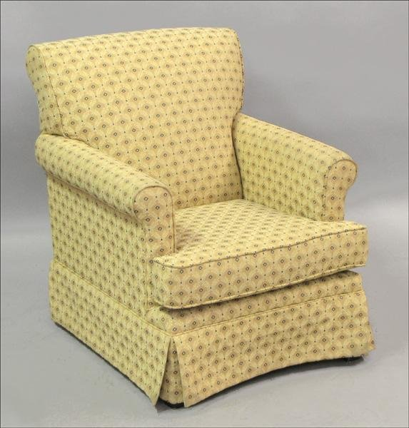 851014: UPHOLSTERED ARMCHAIR.