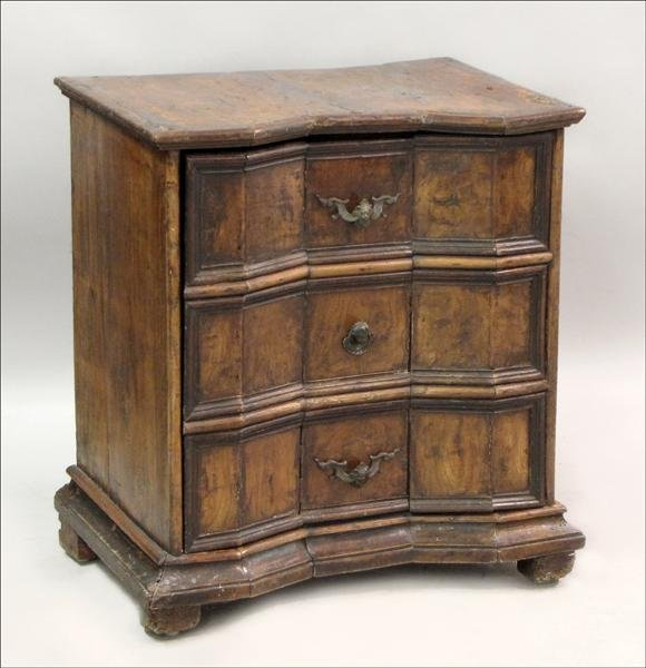 851025: 18TH CENTURY ITALIAN BAROQUE WALNUT COMMODE.