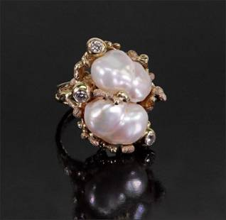 A Freshwater Pearl & Diamond Ring.