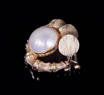 A Single Mabe Pearl Earclip.