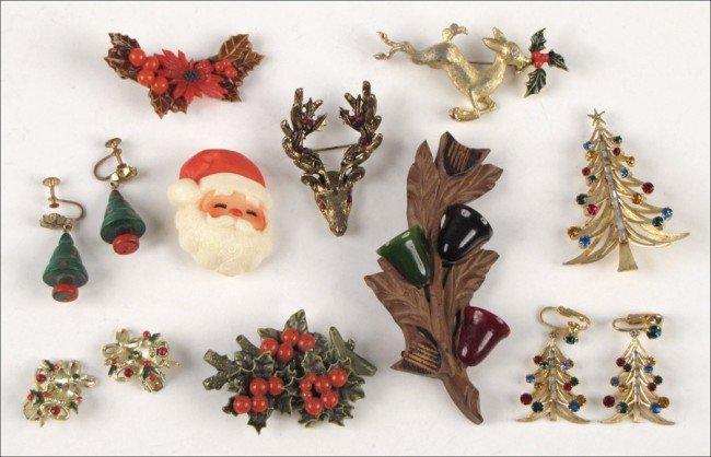 907023: BROOKS MULTICOLORED RHINESTONE CHRISTMAS TREE B