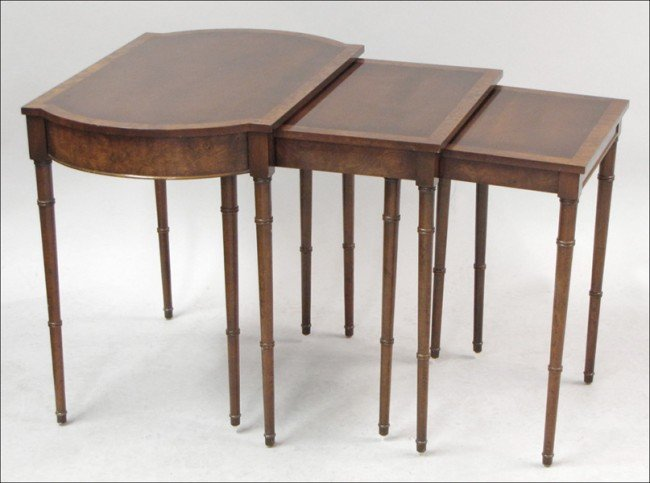 931007: SET OF THREE MAHOGANY NESTING TABLES.