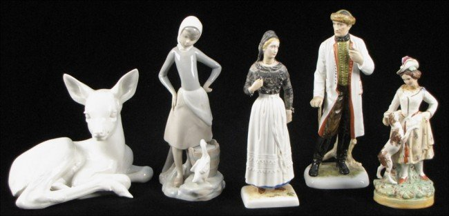 932176: GROUP OF PORCELAIN FIGURES.