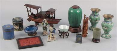 933006: GROUP OF ASIAN DECORATIVE ITEMS.