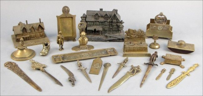 938033: COLLECTION OF SHAKESPEARIAN BRASS DESK ARTICLES