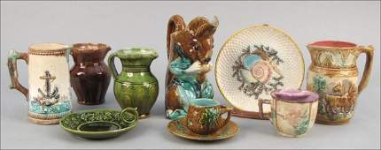 952071: GROUP OF FIVE MAJOLICA PITCHERS.
