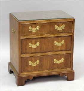 961018: BAKER MAHOGANY THREE DRAWER CHEST.