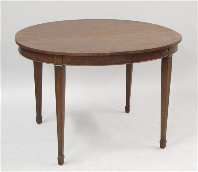 961023: INLAID MAHOGANY EXTENSION DINING TABLE.