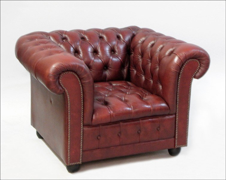 971002: RED LEATHER CHESTERFIELD ARMCHAIR.