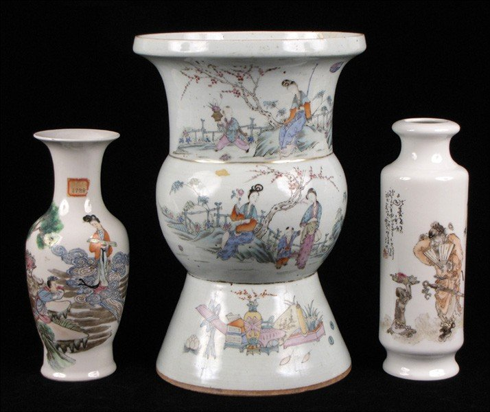 973046: THREE CHINESE PORCELAIN VASES.