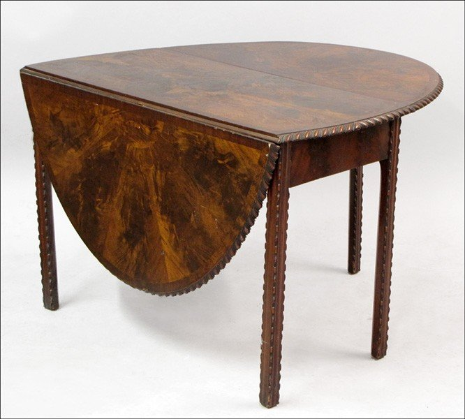 981001: GEORGIAN STYLE CARVED MAHOGNAY DROP-LEAF TABLE.