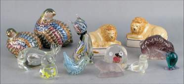 992027: COLLECTION OF GLASS AND PORCELAIN ANIMALS AND B