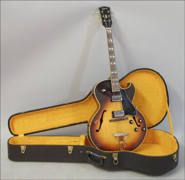 1012077: GIBSON ES-175D HOLLOW BODY ELECTRIC GUITAR.