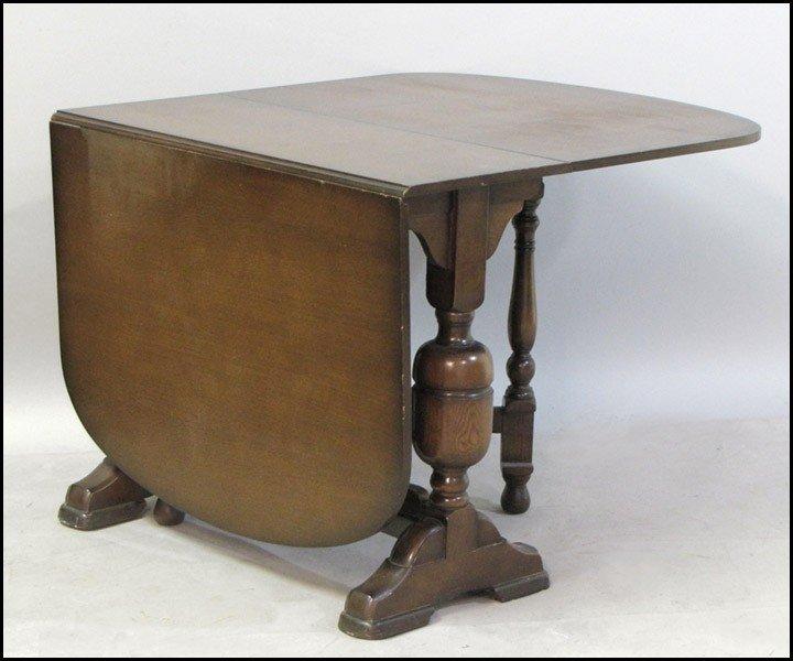 1031013: ENGLISH OAK GATE LEG TABLE.