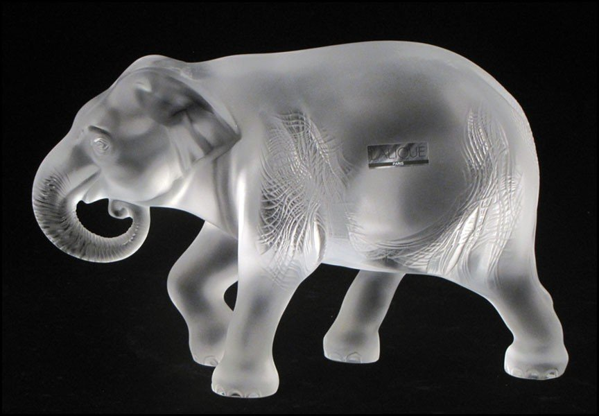 1032087: LALIQUE FROSTED GLASS ELEPHANT.