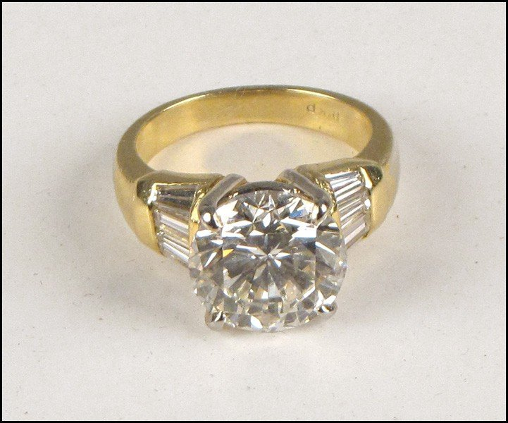 1037025: DIAMOND AND 18 KARAT YELLOW GOLD RING.