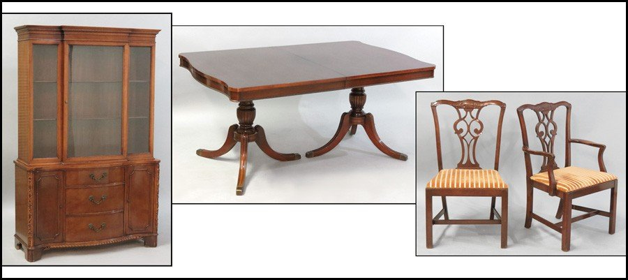 1041014: SET OF EIGHT MAHOGANY DINING CHAIRS.