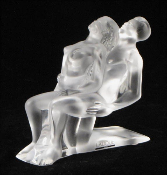 1052008: LALIQUE CRYSTAL FIGURE OF A NUDE COUPLE.