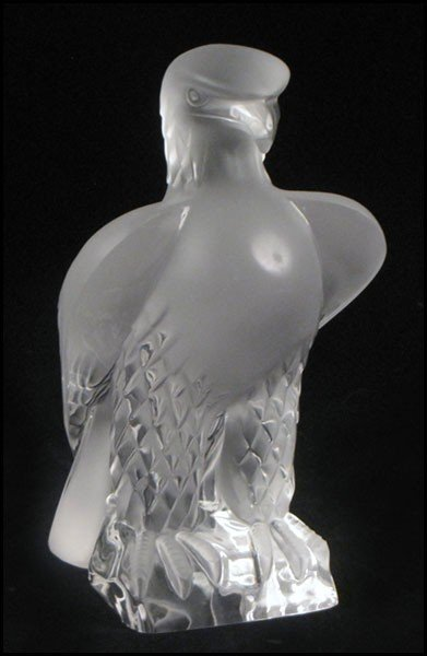 1052017: LALIQUE FROSTED GLASS EAGLE.