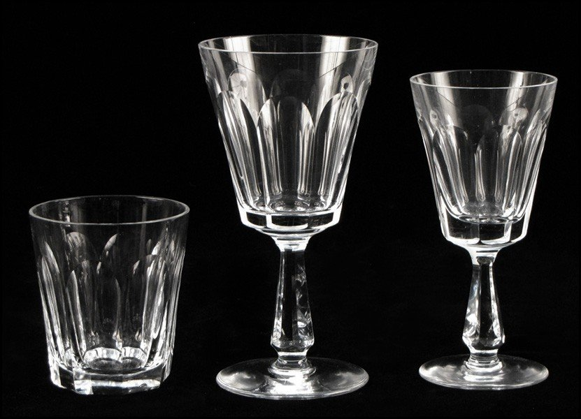 1052022: WATERFORD CRYSTAL PARTIAL STEMWARE SERVICE.