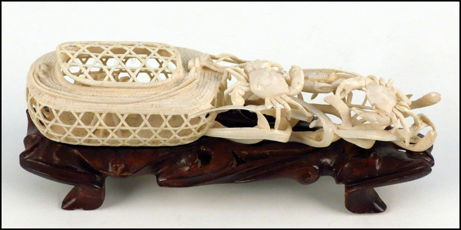 1073002: JAPNESE CARVED IVORY FIGURE OF A CRAB WITH A B