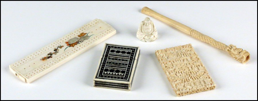 1073004: COLLECTION OF DECORATIVE IVORY ITEMS.