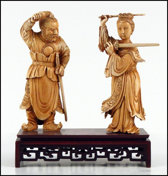 1073009: PAIR OF CARVED IVORY FIGURES OF A MAN AND WOMA