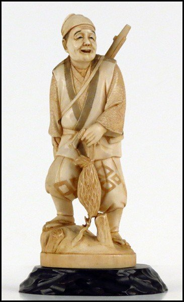 1073011: JAPANESE CARVED IVORY FIGURE OF A HUNTER.