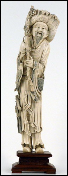 1073020: JAPANESE CARVED IVORY FIGURE OF A FISHERMAN.