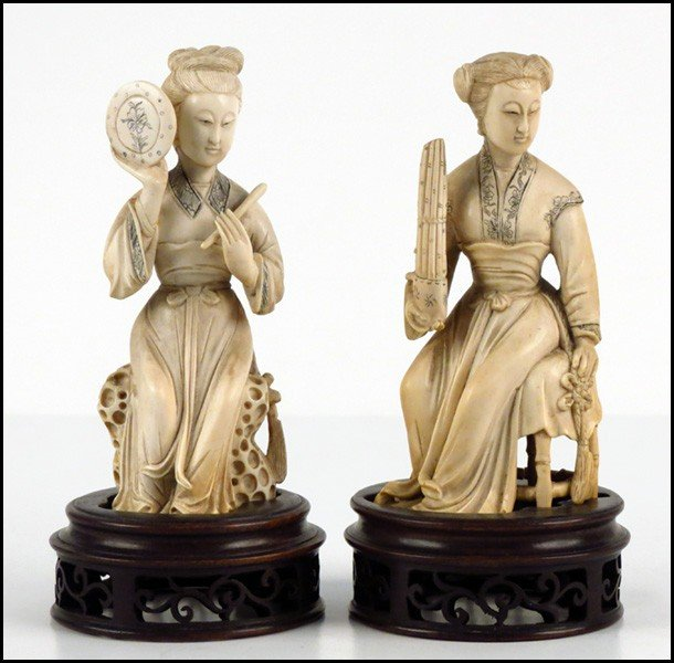 1073031: PAIR OF CHINESE CARVED IVORY MUSICIANS.