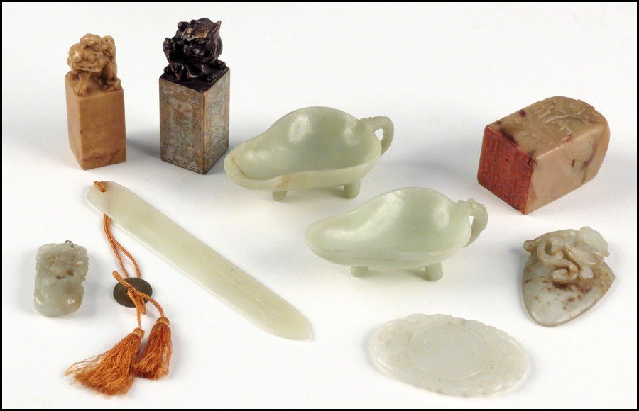 1073095: COLLECTION OF JADE AND SOAPSTONE.