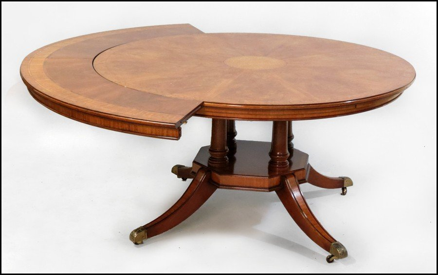 1081022: FEDERAL STYLE INLAID MAHOGANY DINING TABLE.