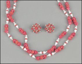 487005: MIRIAM HASKELL RED AND WHITE BEAD DEMI-PAIRE.