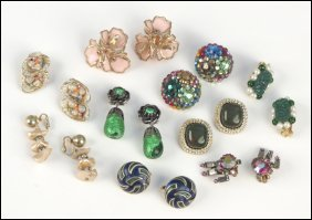 487024: COLLECTION OF EARCLIPS.