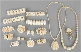 487040: GROUP OF CARVED IVORY AND BONE JEWELRY.