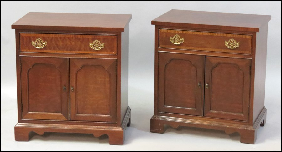 1101009: PAIR OF MAHOGANY NIGHTSTANDS.