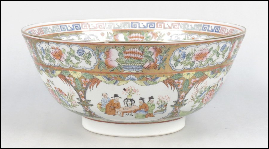 1103028: CHINESE FAMILLE ROSE STYLE PORCELAIN BOWL.