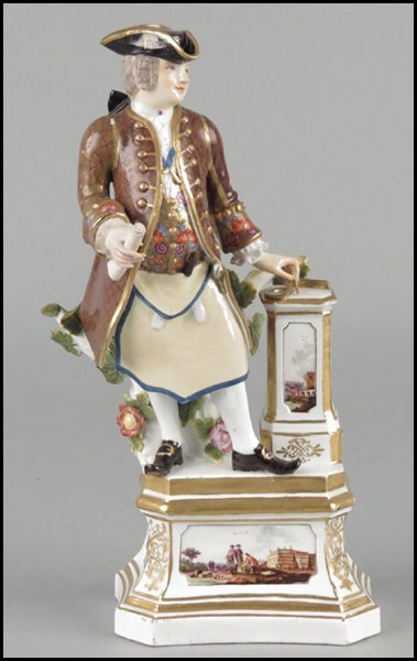 1112001: MEISSEN PORCELAIN FIGURE OF A FREEMASON.