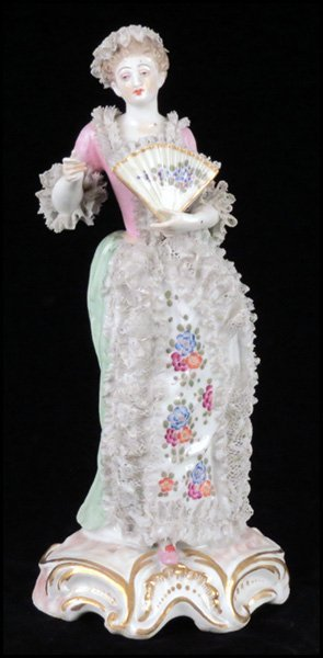 1112004: MEISSEN PORCELAIN FIGURE OF A LADY WITH A FAN.