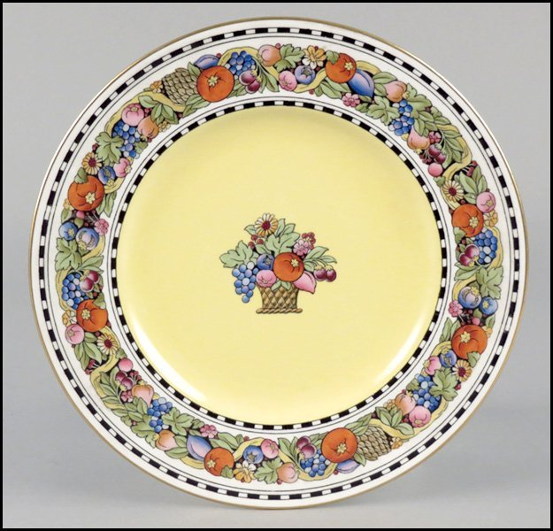 1112023: SET OF ELEVEN WEDGWOOD DINNER PLATES.