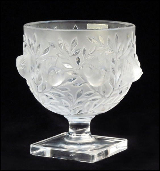 1112047: LALIQUE FROSTED GLASS 'ELIZABETH' FOOTED BOWL.
